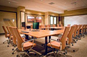 Intercettazioni in sala riunioni di un'azienda